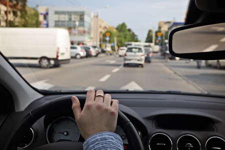 mermelada: Conducir el coche en la ciudad Foto de archivo