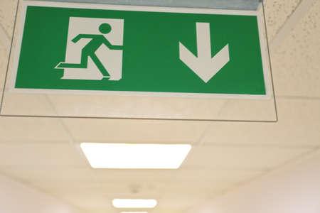 salida de emergencia: salida de emergencia en la oficina