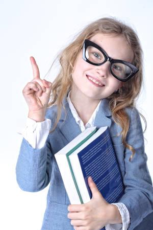 psicologia infantil: joven estudiante inteligente que señala un dedo Foto de archivo