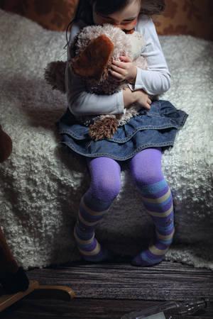 violencia: Un niño víctima de la violencia doméstica Foto de archivo