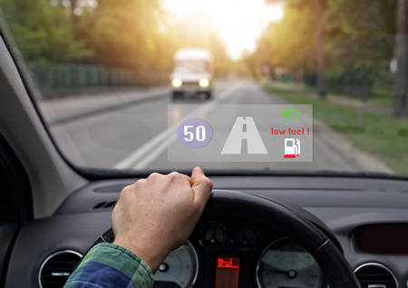 システムのヘッドを搭載した車が少し燃料を示しています