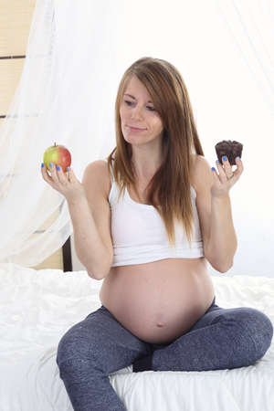 pregnant women donuts: dilemma pregnant women - sweets or healthy food Stock Photo