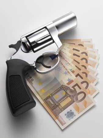 Euro ve revolver Stock Photo