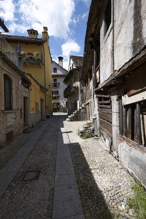 Domodossola tarihi merkezi, turistik İtalyan şehirleri Stock Photo