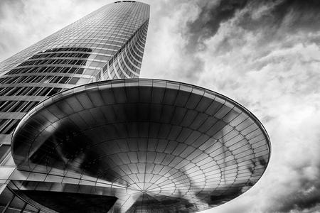 パリ フランス、2017年 4 月。EDF タワー、ラ ・ デファンス、パリの金融地区のラ ・ デファンスのビジネス地区のオフィス超高層ビル 報道画像