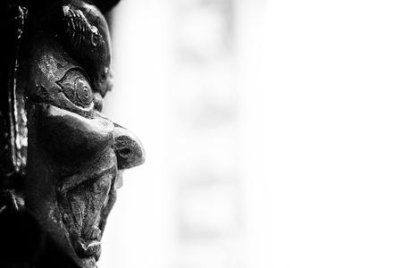 コピー スペースで分離された伝統的な東洋の悪魔像
