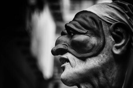 黒と白のプルチネッラ、ナポリ、南イタリアの伝統のシンボルの伝統的なマスク。イタリアの旅行の概念
