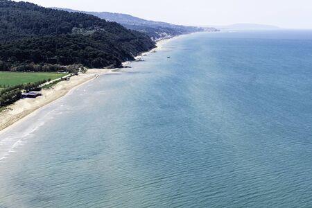 海、ヴィエステ、プーリア、イタリアのビーチと美しい湾