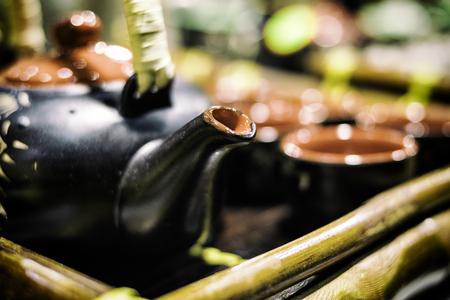 竹トレー、日本スタイルの伝統的な中国茶ポット 写真素材