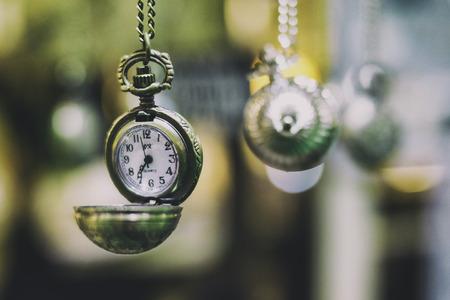 多くのポケット付きヴィンテージ時計、時間の概念