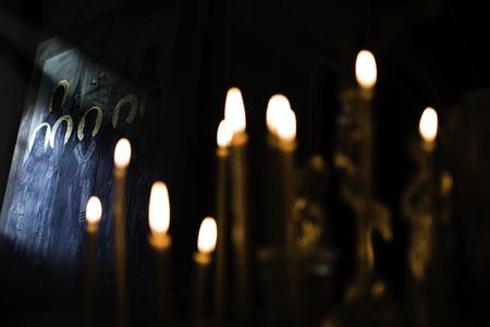 正統アイコンとキャンドル信仰礼拝、宗教概念 写真素材