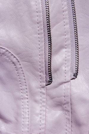 Pink Leather Background. Pink leather background with zipper from the lock. Structured background design leather. A place for text or a logo. Pink leather jacket. Ladys handbag 免版税图像