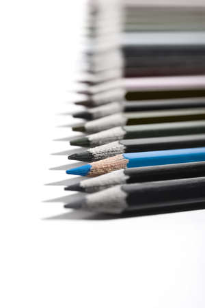 Colored pencils organized in a nice way on a while isolated background. Zdjęcie Seryjne