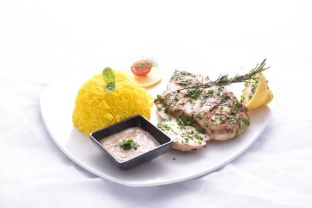 Poitrine de poulet grillé avec riz à la chaux Banque d'images - 97149023