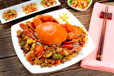 pimienta negra: Mezcle la carne de cangrejo frito con pimienta negro