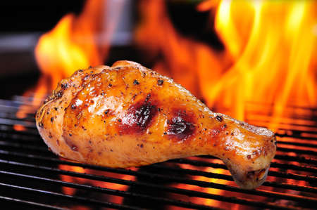 barbecue fire: Grilled chicken leg on the grill
