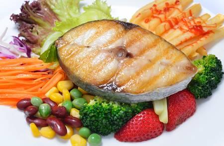 carot: Grilled mackerel with salad Stock Photo