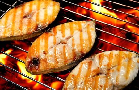 poissons grillés sur le gril Banque d'images
