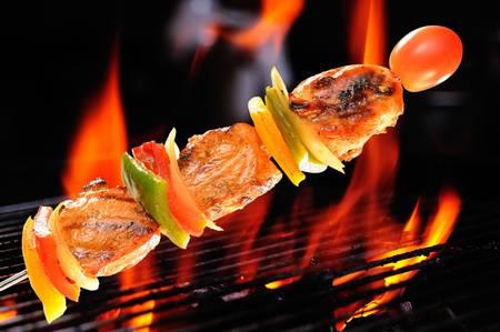 pollo asado: Pollo a la parrilla con vegetales