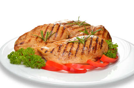 hot breast: Жареная куриная грудка с овощами на белой тарелке