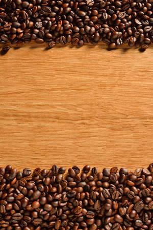 Bovenaanzicht van koffie bonen op oude houten achtergrond Stockfoto