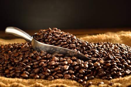 Koffie bonen op jute