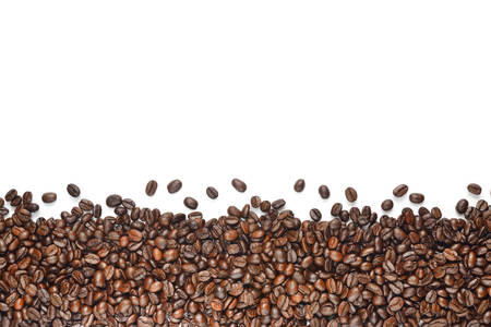Koffie bonen geïsoleerd op witte achtergrond