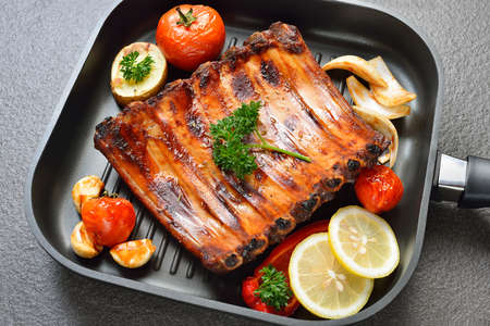 pork ribs: Grilled pork ribs and vegetables on the grill pan
