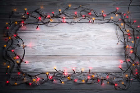 Christmas decoration light on wooden background top view with copy space for frames, presents, and festive Christmas decoration Banque d'images - 156595285