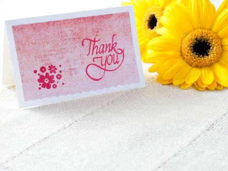 agradecimiento: Hecho a mano gracias a la tarjeta con flores