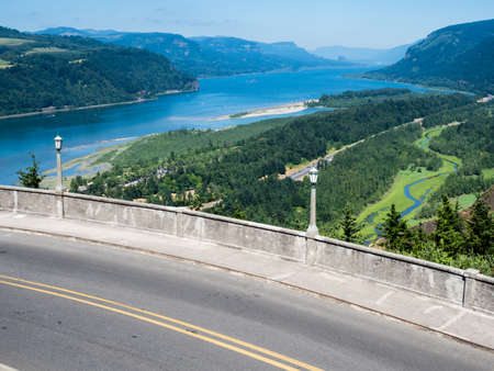 Panoramic view of Columbia River Gorge from Crown Point Vista House  - Oregon, USA 免版税图像