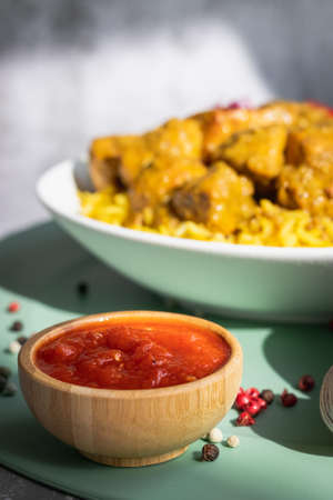 Garnished chicken Madras with Pulao rice in a white bowl Stock fotó