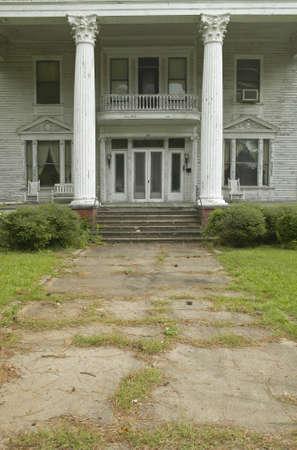 in disrepair: Case del Sud in rovina lungo la Highway 22 in Georgia centrale