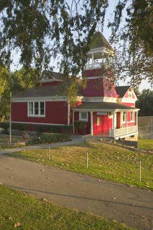 schoolhouse: Little Red Schoolhouse