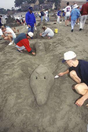 chateau de sable: Concours de sculpture sur Ch?teau de sable, Cayucos, Californie �ditoriale
