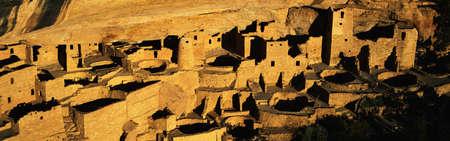 anasazi: Questo � il Cliff Palace nelle rovine Anasazi indiani. Vivevano da 1100-1300AD come gli abitanti della scogliera. C'� luce del tramonto sul Palazzo Cliff.