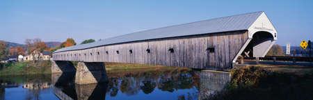 hampshire: Este es el puente cubierto Cornish-Windsor. Se conecta Vermont y New Hampshire en las fronteras. Es puente cubierto m�s largo del mundo con 460 metros. Fue construido en 1866. Foto de archivo