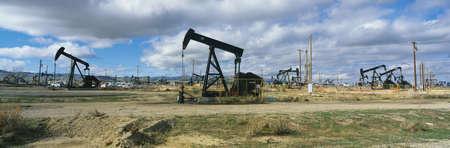 torres petroleras: Se trata de un yacimiento de petr�leo en plataformas petroleras negro de bombeo de petr�leo.