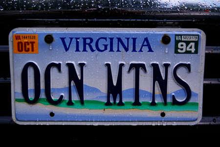 plaque immatriculation: Il s'agit d'une plaque d'immatriculation de vanit� qui indique montagnes de l'oc�an.