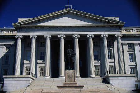 alexander hamilton: Questo � il Dipartimento del Tesoro degli Stati Uniti con la statua di Alexander Hamilton di fronte.