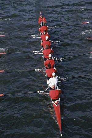 Crew team roeiboot in het water Stockfoto - 20490663