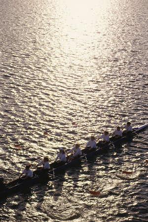 水のボートの乗組員チーム 報道画像