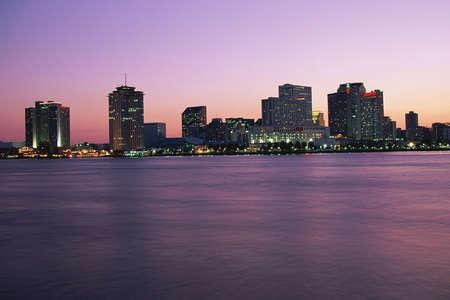 orleans: New Orleans skyline at twilight