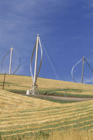 altamont pass: Horizontal-axis wind turbines on hill