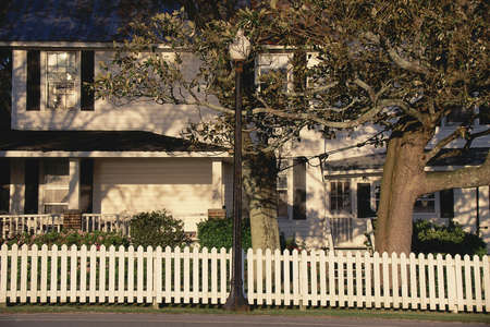 nc: White house with picket fence, NC