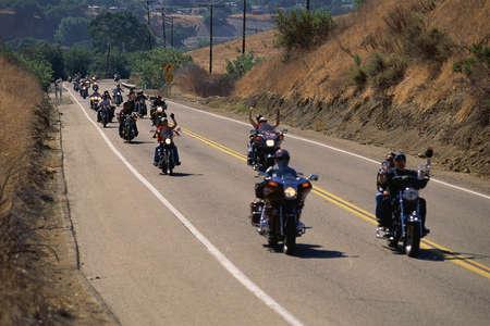 Groupe de motos sur la route