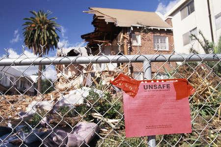 destroyed: Condemned Haus Naturkatastrophe zerst�rt Lizenzfreie Bilder