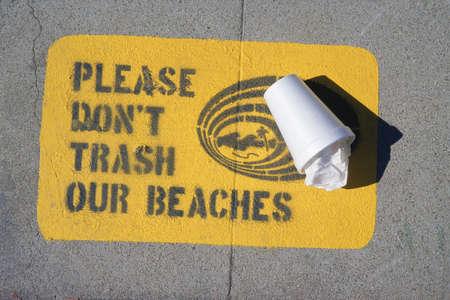 Please dont trash our beachestext