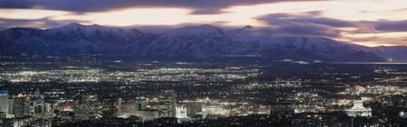 夜のソルトレイクシティ、ユタ州のスカイライン