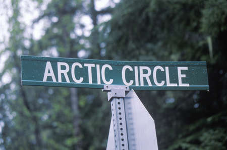 artic circle: A sign that reads �Arctic Circle� Editorial